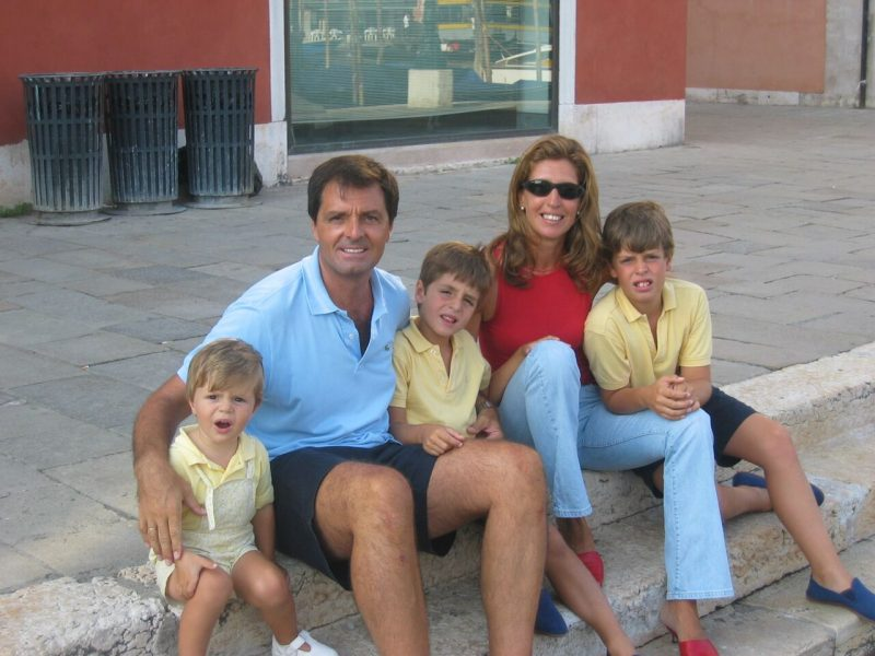 familia-sonriendo-jose-gonzalez
